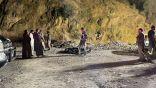 وفاة وإصابة شخصين في حادث انقلاب بمنحدر جبلي في محافظة المندق
