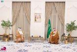 سمو ولي العهد يستقبل وزير خارجية دولة قطر