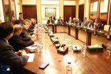 السفير آل جابر يؤكد استمرار دعم اليمن للتوصل إلى حل سياسي شامل وفقا للمرجعيات الثلاث